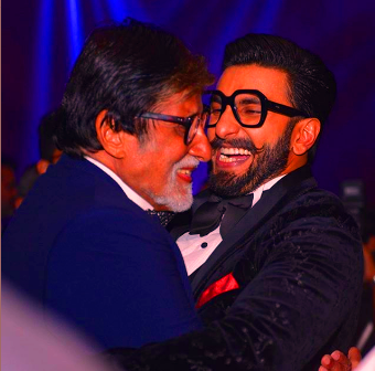 amitabh bachchan in award ceremony