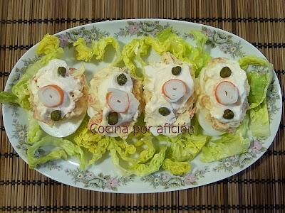 Huevos rellenos de salmón ahumado y surimi