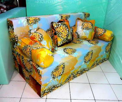 Sofa bed inoac dengan motif bunga anggur orange