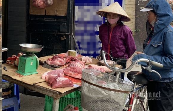 Không chịu giảm giá thịt lợn, mặc dân kêu ca nhà buôn ăn lãi đậm