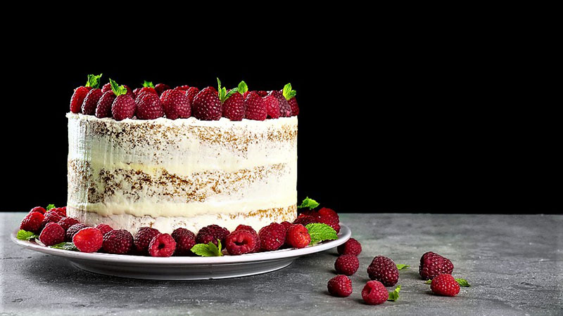 Vanilla Cake with Raspberries