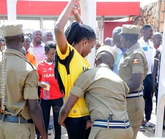 صور الشرطة تلمس مناطق حساسة لدى النساء بحجة التفتيش