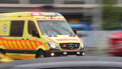 Angyalföldi tragikomédia: képes volt bezárni a mentősök és a beteg asszony orra előtt a liftet egy nő, majd még neki állt feljebb