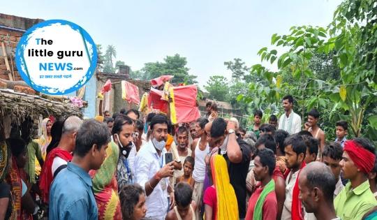 राष्ट्रीय वैश्य महासभा ने सैकड़ों बाढ़ पीड़ितों के बीच तिरपाल का किया वितरण
