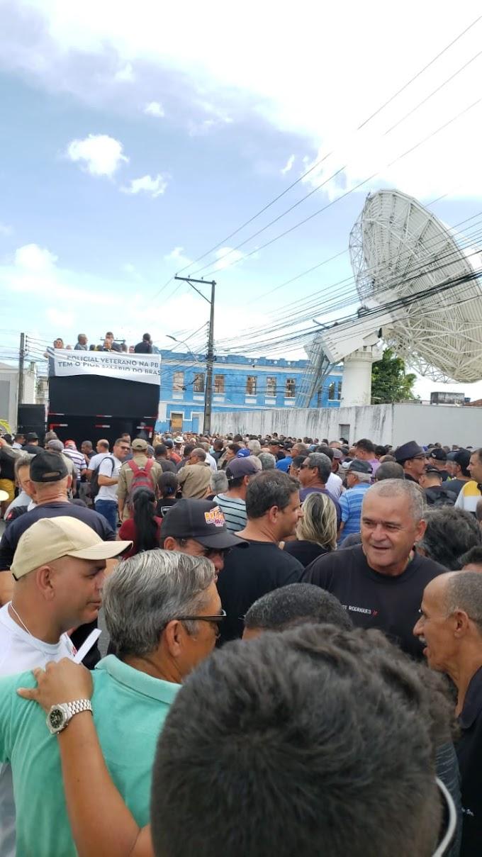 Força policial vai as ruas após não conseguirem acordo com o governo do estado