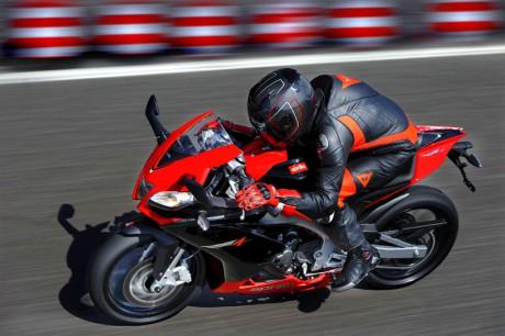 2011 Aprilia RS4 125 like a superbike.jpg