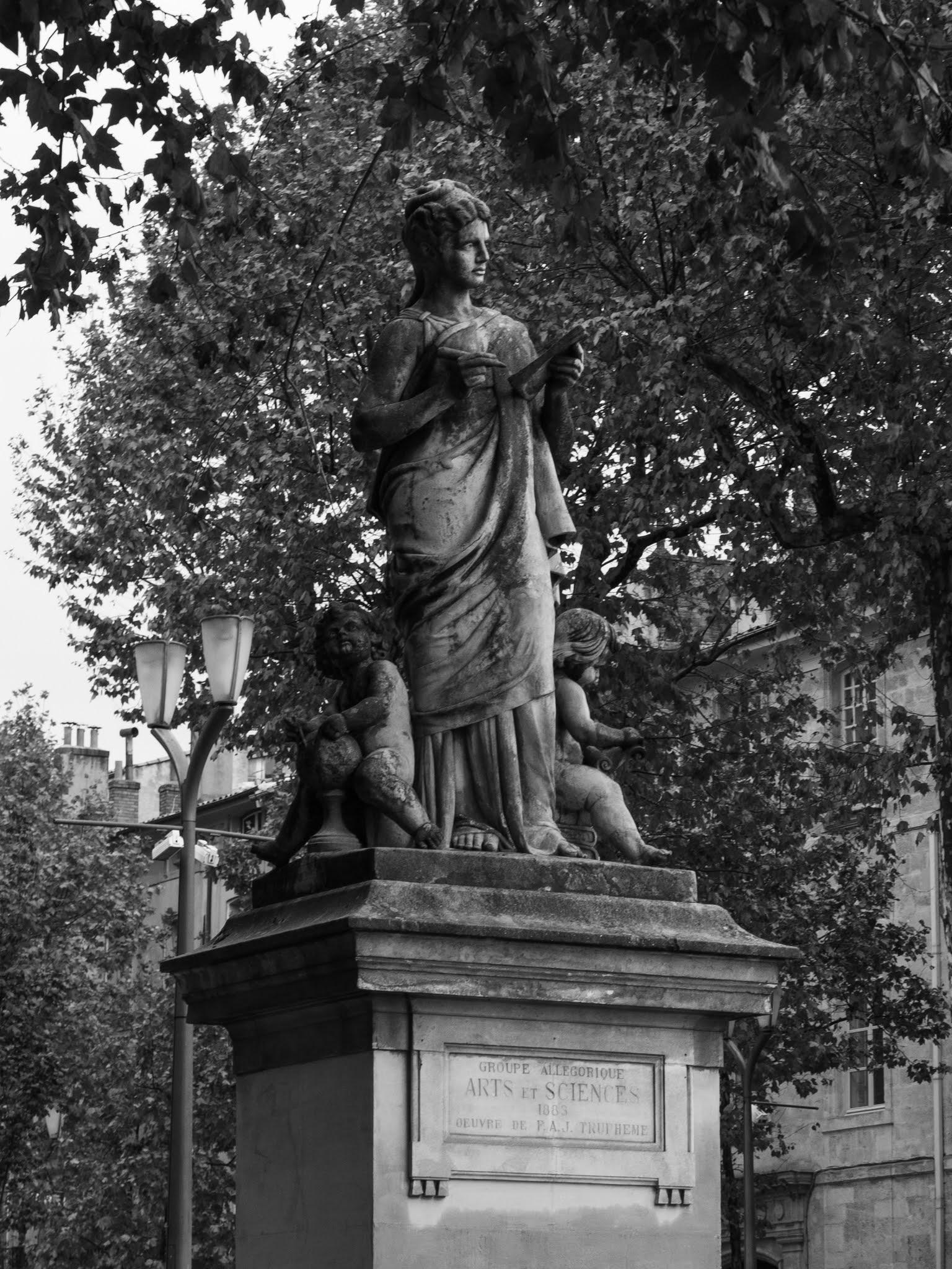 "Black and white ""Arts et Sciences"" Statues in Aix-en-Provence."