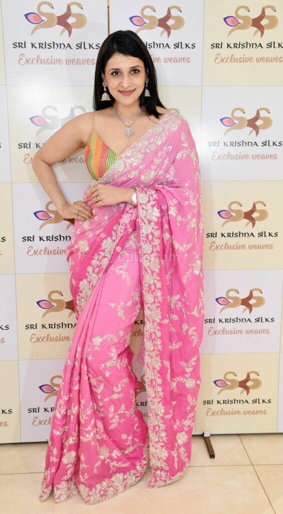 Actors Gallery: Mannara Chopra In Saree