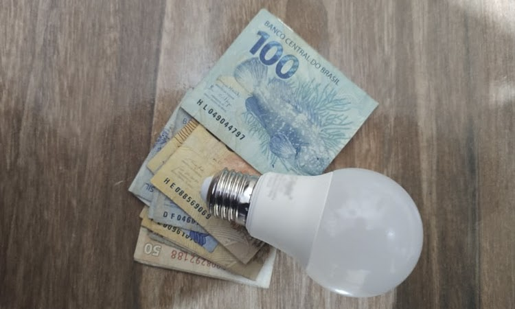 Aneel reajusta cobrança extra da conta de luz em mais de 50%