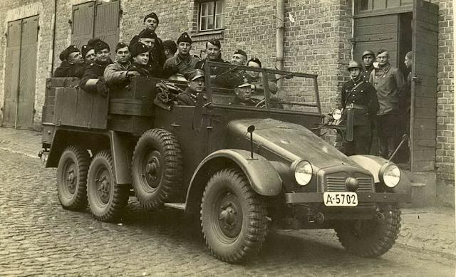 Номерные таблички военных автомобилей в Латвийской республике
