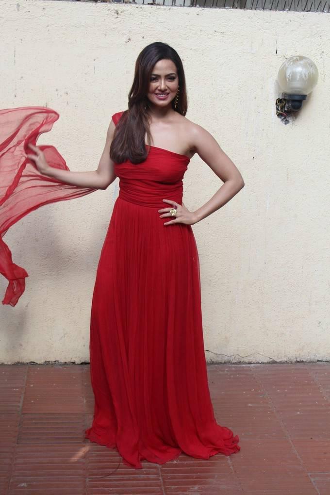 Sana Khan At Angel Xpress foundation Inauguration Photo Gallery