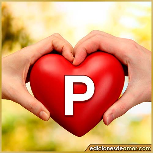 corazón entre manos con letra P