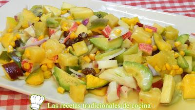 Receta fácil de ensalada tropical con salsa fría de miel y mostaza