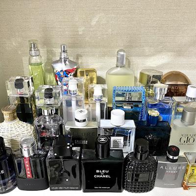 Perfumes guardados no guarda-roupas
