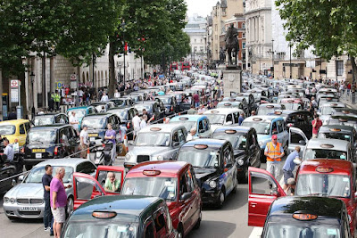 london traffic jam of taxis