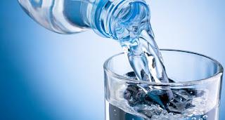 دراسة توصي بعدم شرب الماء بعد الغذاء على الفور