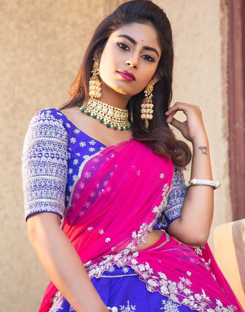Model in Long Kundan Pearls Jhumkas