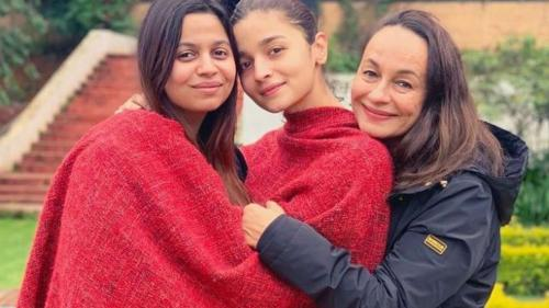 Alia Bhatt, her Mom and her Sister Shaheen Bhatt pose together for a picture