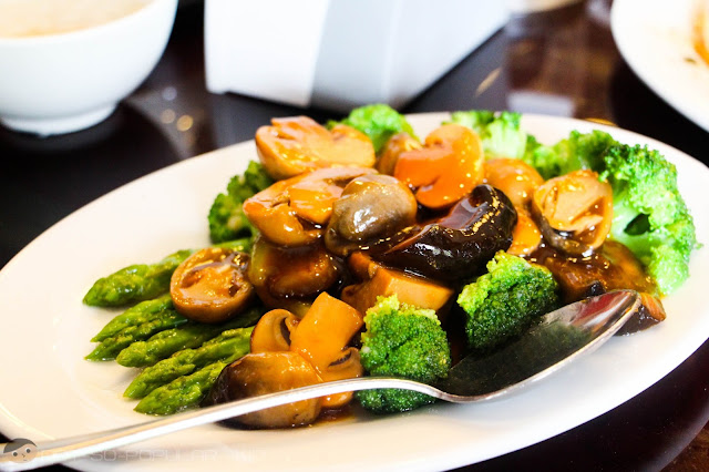 Shangri-La's Stewed Mushroom with Broccoli