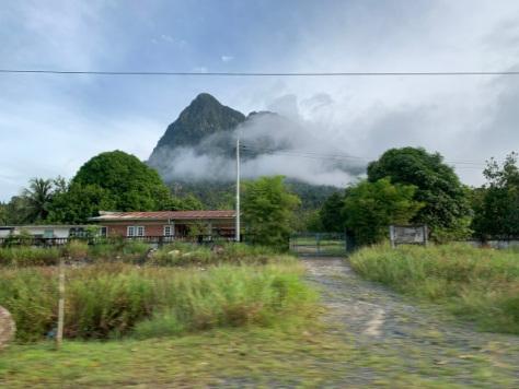 Gunung Santubong  Tempat Dan Aktiviti Menarik di Kuching