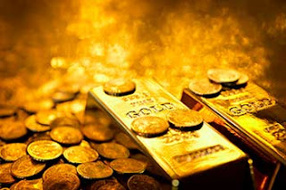 Gold prices dip tracking global trend