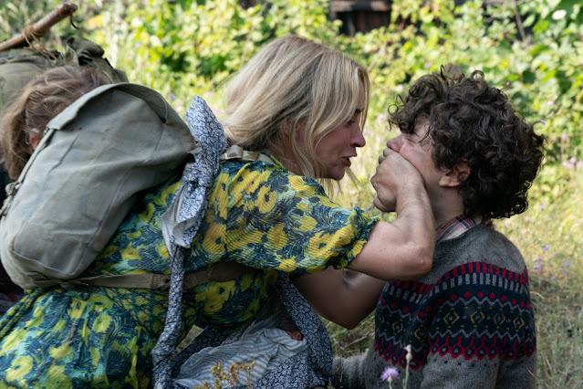 Emily Blunt e Noah Jupe em UM LUGAR SILENCIOSO - PARTE 2