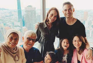 Ashraf Sinclair bersama keluarga