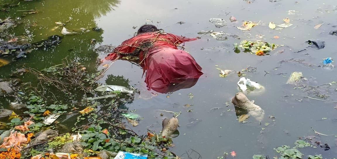 খড়গপুরের পুকুরে নিম্নাঙ্গে পোশাক বিহীন তরুনীর লাশ, ধর্ষন করেই খুন কিনা জানতে তদন্ত পুলিশের 2