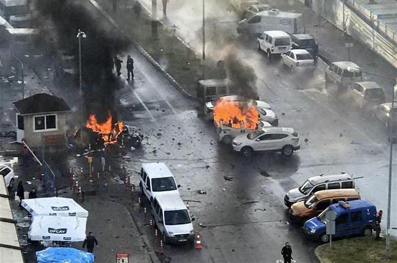 Βομβιστική επίθεση στη Σμύρνη