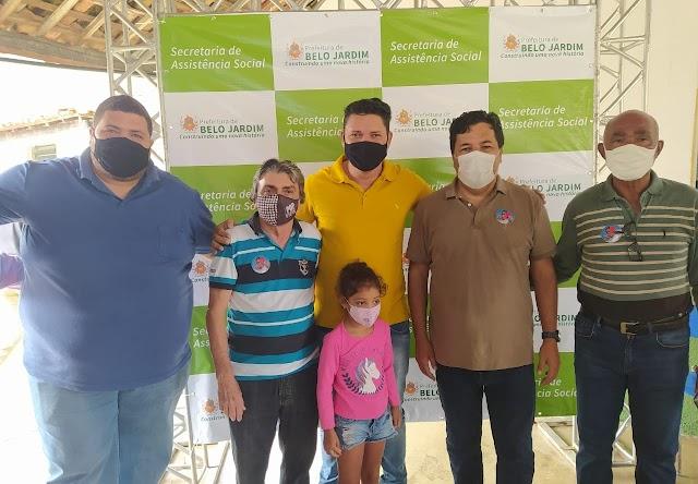 Vereador Guilherme Monark participa do primeiro CRAS Volante no distrito de Xucuru, zona rural de Belo Jardim, PE