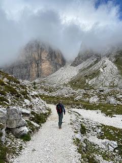 Approaching Lago di Cengia under clouds.