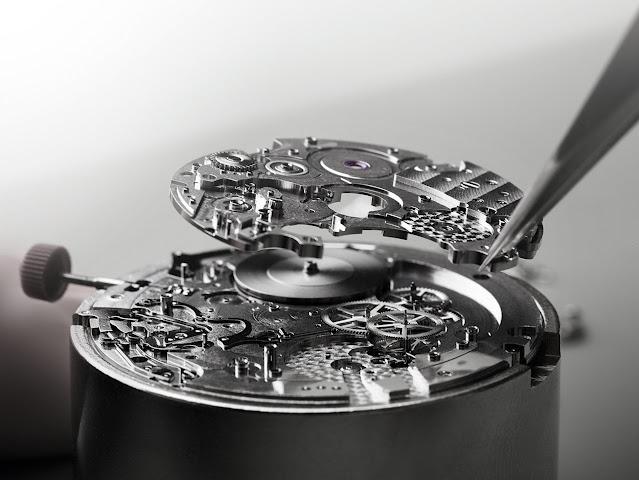 Bulgari's Calibre 318, a self-winding chronograph movement with GMT function
