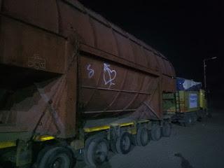 संत सिंगाजी पावर परियोजना की चौथी इकाई भी चार ट्रेलरो की मदद से गुजरात के लिए रवाना तो हुई लेकिन रेलवे बनी अड़चन