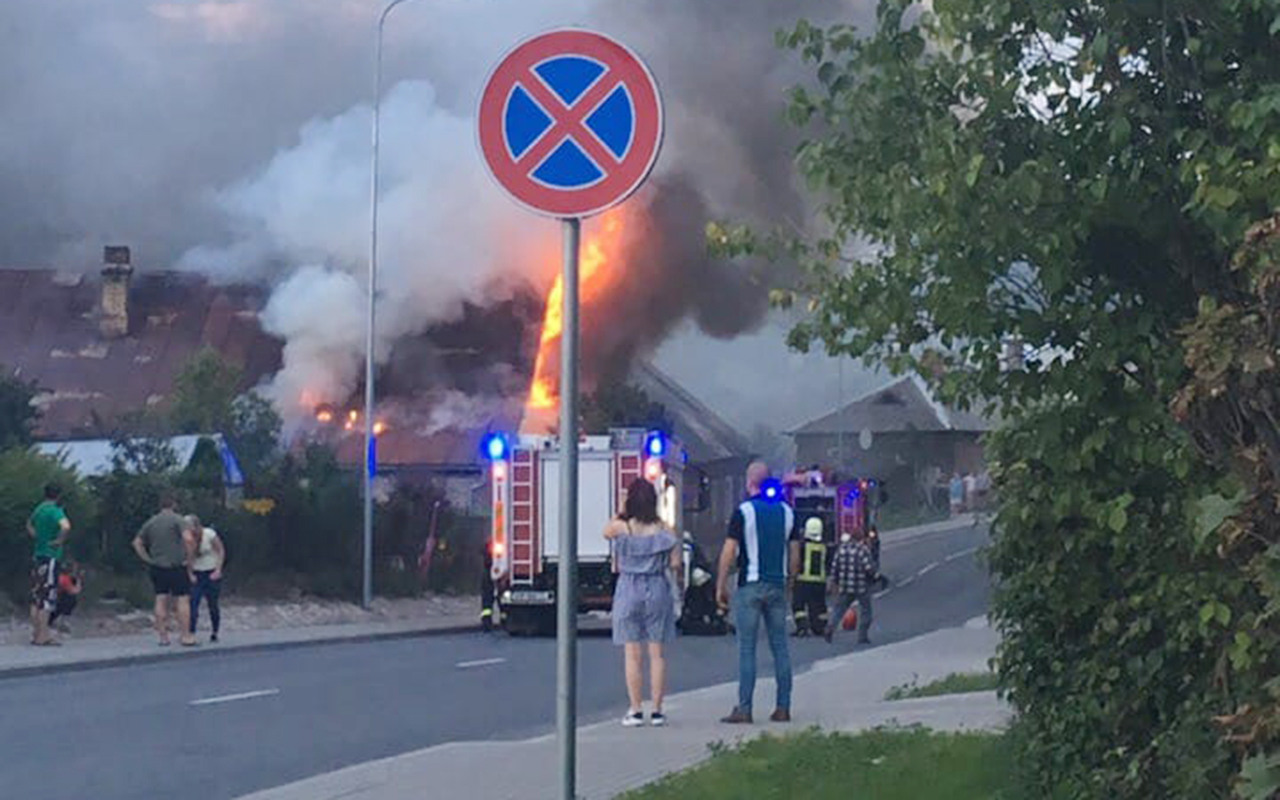 Rēzeknē ugunsgrēks izcēlās dzīvojamā mājā
