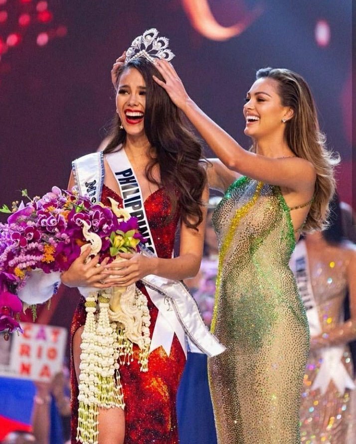Miss South Africa Nel-Peters crowned Miss Philippines Catriona Gray last year.
