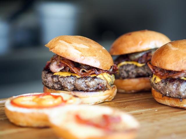Como fazer hambúrguer artesanal