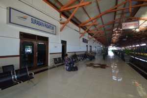 Keberangkatan Kereta Dari Stasiun Pasar Turi ke Pasar Senen