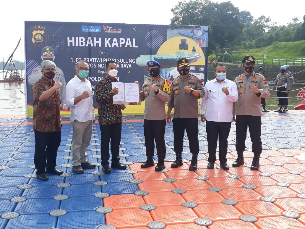 Kapolda Jambi Terima Hibah 3 Kapal Speedboat rescue dari PT. Pratiwi Putri Sulung, PT. Yosindo Jaya Raya dan PT. WC