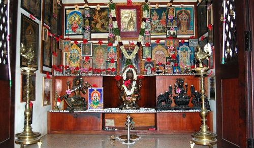 పూజామందిరం ఏ దిశలో ఉండాలి?_ Where in the direction of the PoojaMandiram PUJA PUJAGADI