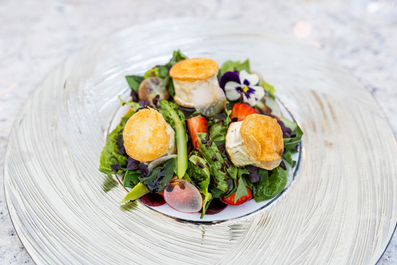 salatka z kozim serem menu gavi restaurant