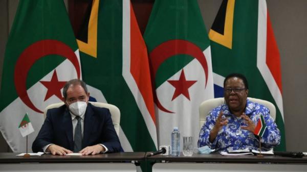 ما السبب الحقيقي للجولة المكوكية التي يقوم بها وزير الخارجية الجزائري بإفريقيا؟