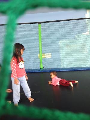 trampolin skyworld tmii
