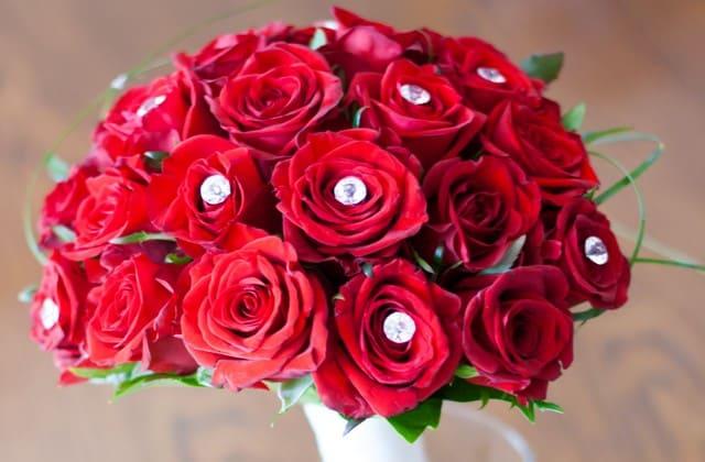 Adanya sebuah filosofi bahwa bunga mawar erat kaitannya dengan pernikahan