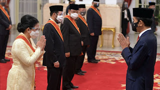 Curigai Intervensi, LBH Minta 6 Hakim MK Balikin Bintang Jasa Pemberian Jokowi