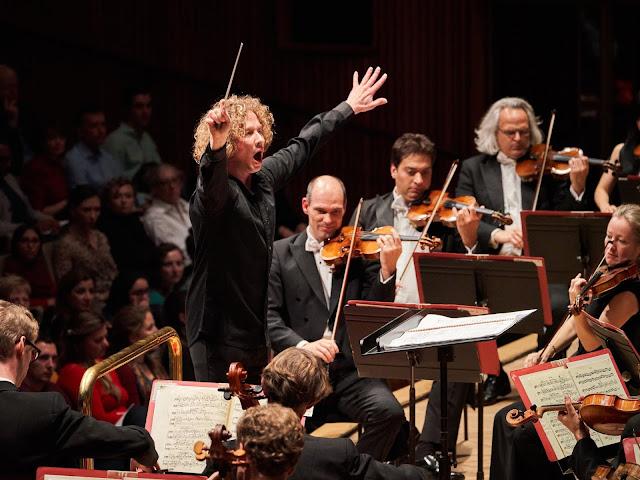 Santtu-Matias Rouvali and the Philharmonic (Photo Kaupo Kikkas)