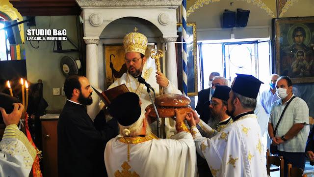 Αρχιερατική Θεία λειτουργία από τον Μητροπολίτη Ελβετίας στον Ιερό Ναό Παναγίας Θεομάνας Ν. Κίου (βίντεο)