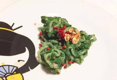 Spaghetti Shirataki persto di spinaci e salmone affumicato