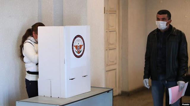 Artsaj pasa a segunda vuelta para elegir presidente