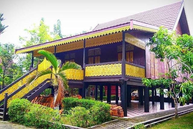 """Rumah Adat Provinsi Jambi """"Rumah Adat Kajang Leko"""""""