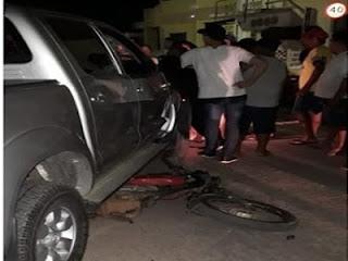 Colisão entre Hillux e moto deixa homem ferido no centro da cidade de Cuité